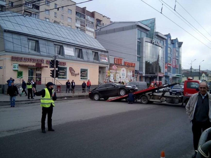 У Тернополі заблокували рух на вул. Живова через евакуацію автомобіля (Фото), фото-1