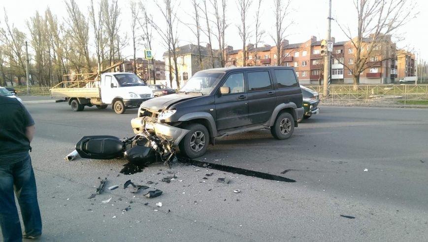 В Новошахтинске мотоциклист «влетел» под УАЗ (фото) - фото 1