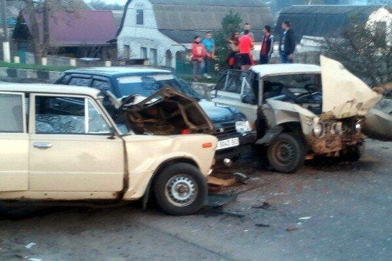 В Дергачах столкнулись сразу три автомобиля: среди пострадавших есть дети (ФОТО) (фото) - фото 1