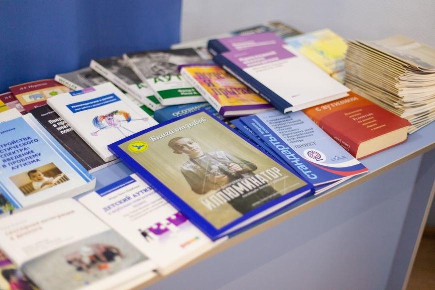 В Белгороде два проекта о детях с аутизмом «Иллюминатор» и «Такие как все» объединили в одну выставку, фото-3