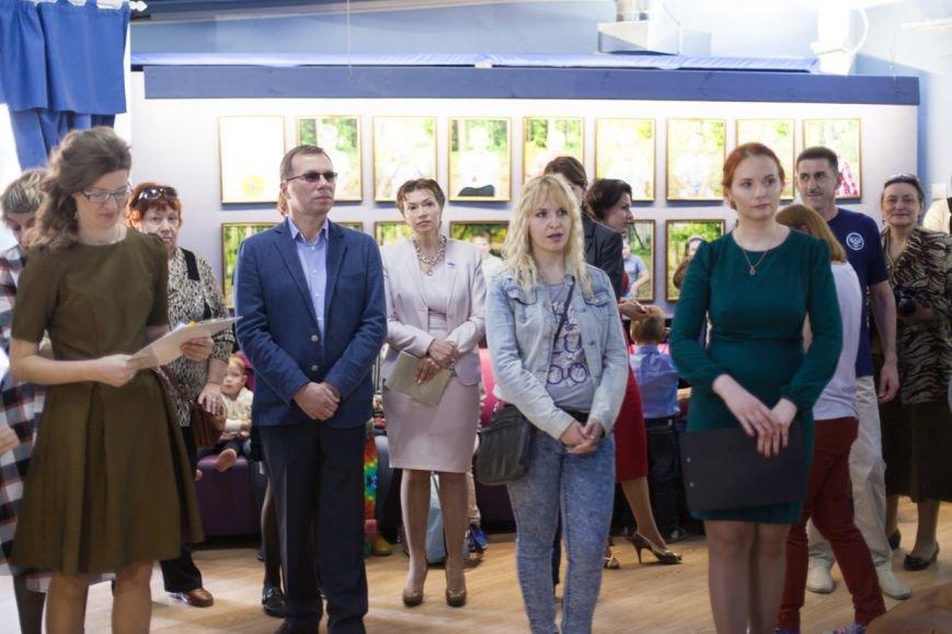 В Белгороде два проекта о детях с аутизмом «Иллюминатор» и «Такие как все» объединили в одну выставку, фото-6