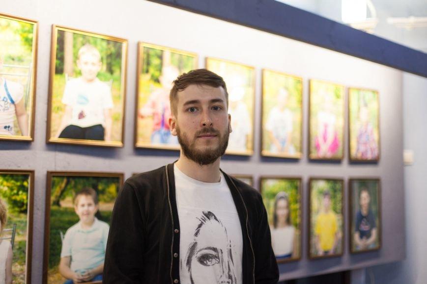 В Белгороде два проекта о детях с аутизмом «Иллюминатор» и «Такие как все» объединили в одну выставку, фото-5