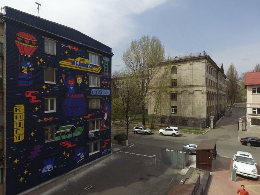 В Киеве появился мурал про путешествия (ФОТО) (фото) - фото 1