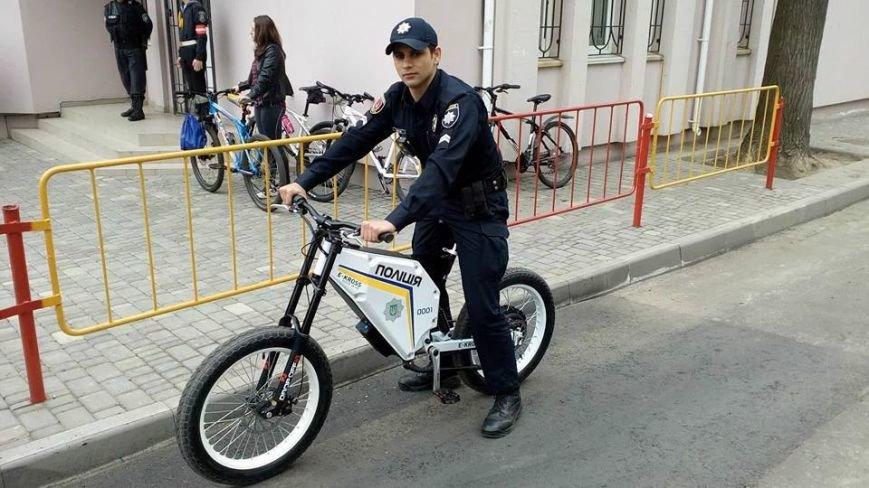 Патрульним поліцейським Одеси і Тернополя почали видавати електровелосипеди українського виробництва. (фото) - фото 1