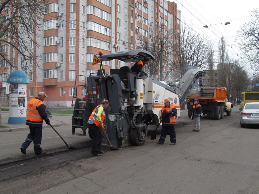 ДРСУ активно ремонтирует дороги в центре Кременчуга. Скоро очередь дойдёт и до окраин (ФОТО), фото-5