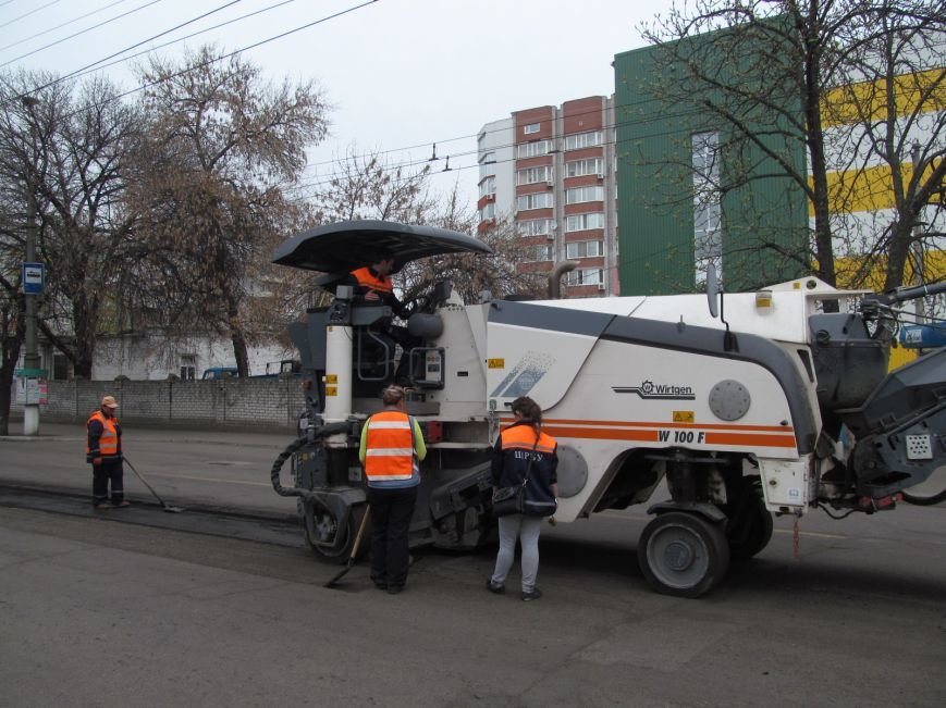 ДРСУ активно ремонтирует дороги в центре Кременчуга. Скоро очередь дойдёт и до окраин (ФОТО), фото-2