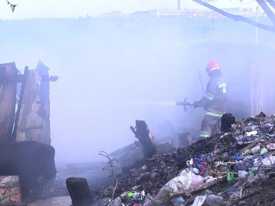 У Хмельницькому біля сміттєзвалища горіло циганське містечко (Фото) (фото) - фото 2
