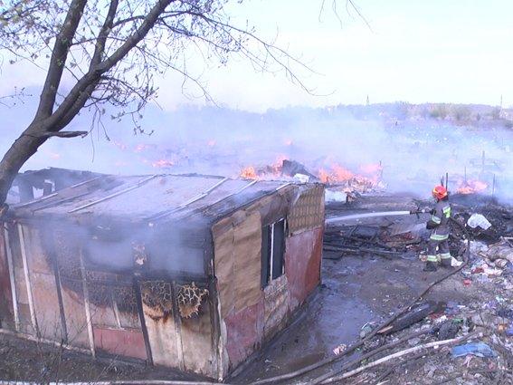 У Хмельницькому біля сміттєзвалища горіло циганське містечко (Фото) (фото) - фото 3