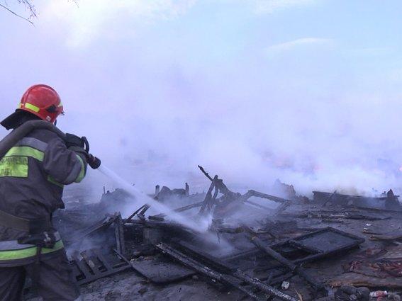 У Хмельницькому біля сміттєзвалища горіло циганське містечко (Фото) (фото) - фото 1