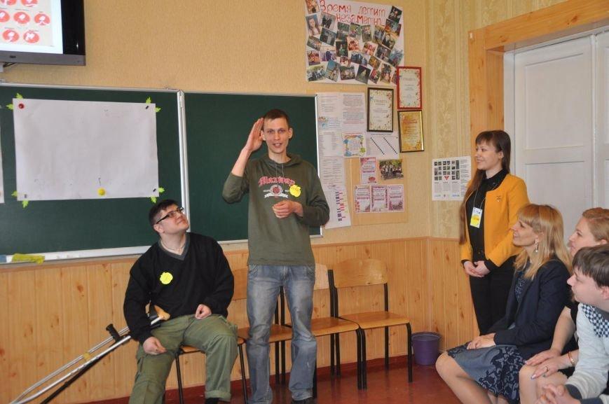 В Краматорске инвалиды впервые встречались с детьми в обычной школе, фото-4