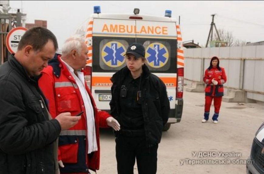 У Тернополі через обвал землі в котловані загинула людина (ФОТОРЕПОРТАЖ) (фото) - фото 4