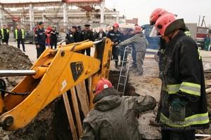 У Тернополі через обвал землі в котловані загинула людина (ФОТО) (фото) - фото 1