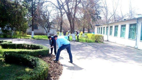 Школьники Черноморска - любимому городу (фото) - фото 1