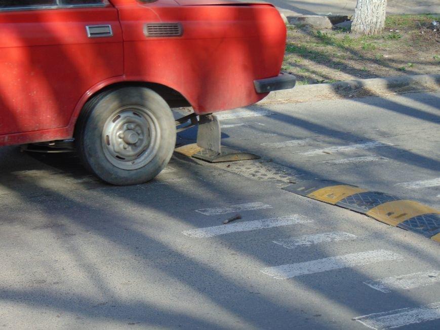 На нерегулируемом переходе Мариуполя дети подвергались опасности (ФОТО) (фото) - фото 1