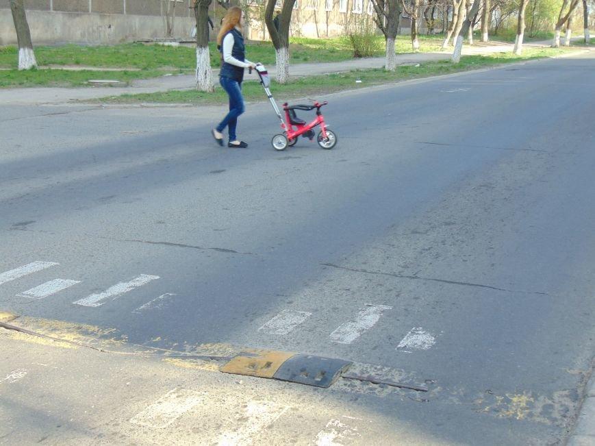 На нерегулируемом переходе Мариуполя дети подвергались опасности (ФОТО) (фото) - фото 2
