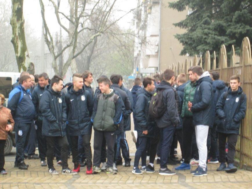 5e93fe0b6f3f2ae1f1d7a1e02711f8ab Одесситы вышли на улицу, чтобы отстоять «Черноморец»