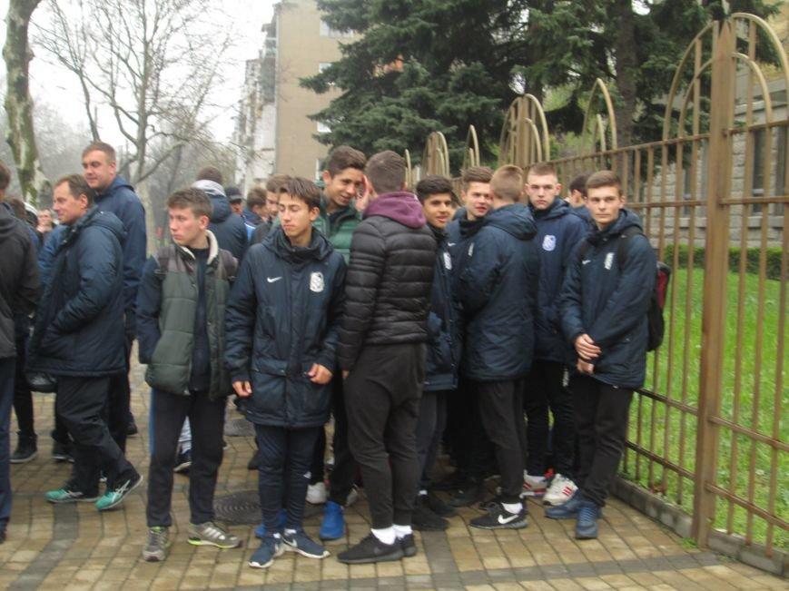 af9c99a02cb6bbe8d21cc2bcf5e2a1f6 Одесситы вышли на улицу, чтобы отстоять «Черноморец»