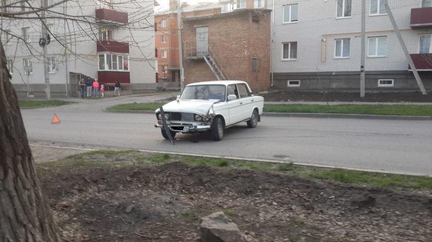 Вчера в Новошахтинске на Рстовской Дэу влетела в столб, а в центре