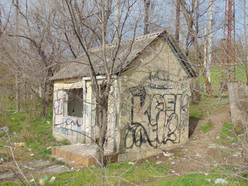 На побережье Мариуполя медпункт превратили в общественный туалет (ФОТО) (фото) - фото 1