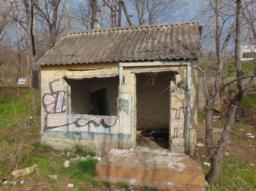 На побережье Мариуполя медпункт превратили в общественный туалет (ФОТО) (фото) - фото 3