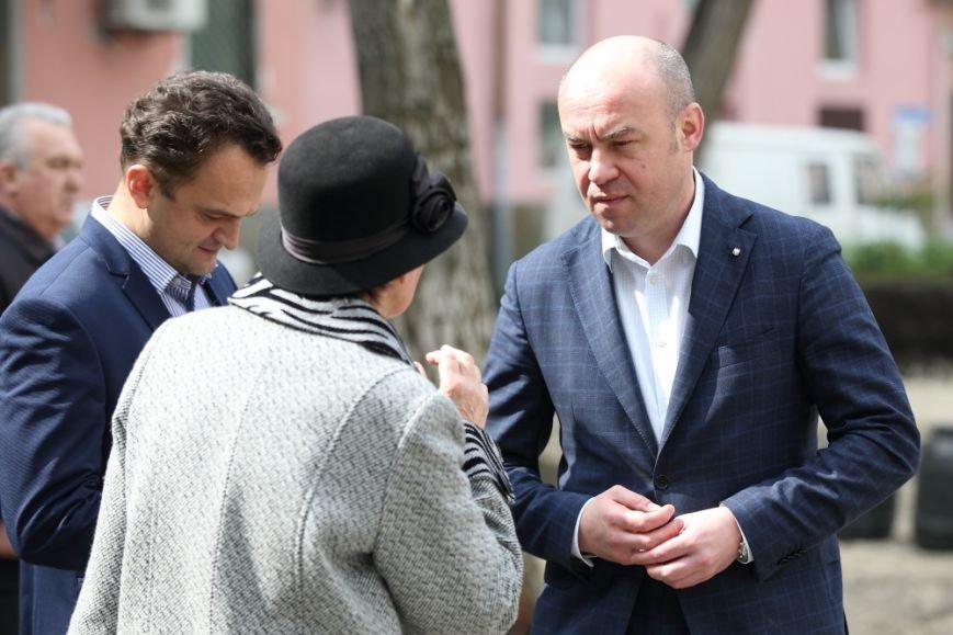 Міський голова Сергій Надал оглянув стан проведення ремонтів у сквері на Валовій, фото-3