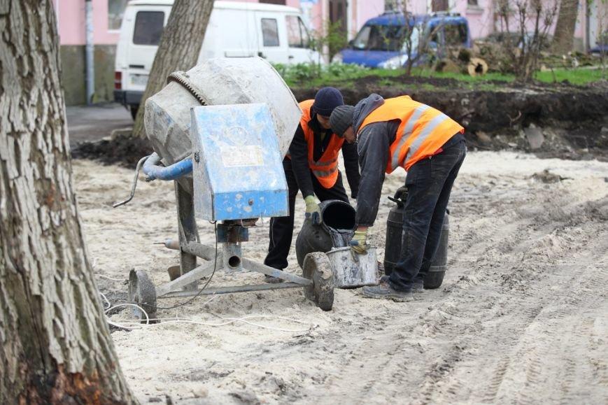 Міський голова Сергій Надал оглянув стан проведення ремонтів у сквері на Валовій, фото-2