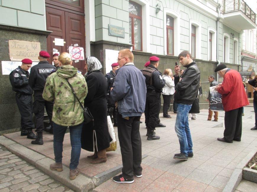 "0c8de9dd8087e8e430a2832e9082059e Одесская полиция ""утихомирила"" прокурорский майдан"
