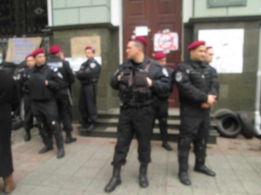 "56fc07f7aa93249b64f6b75ad59bd674 Одесская полиция ""утихомирила"" прокурорский майдан"