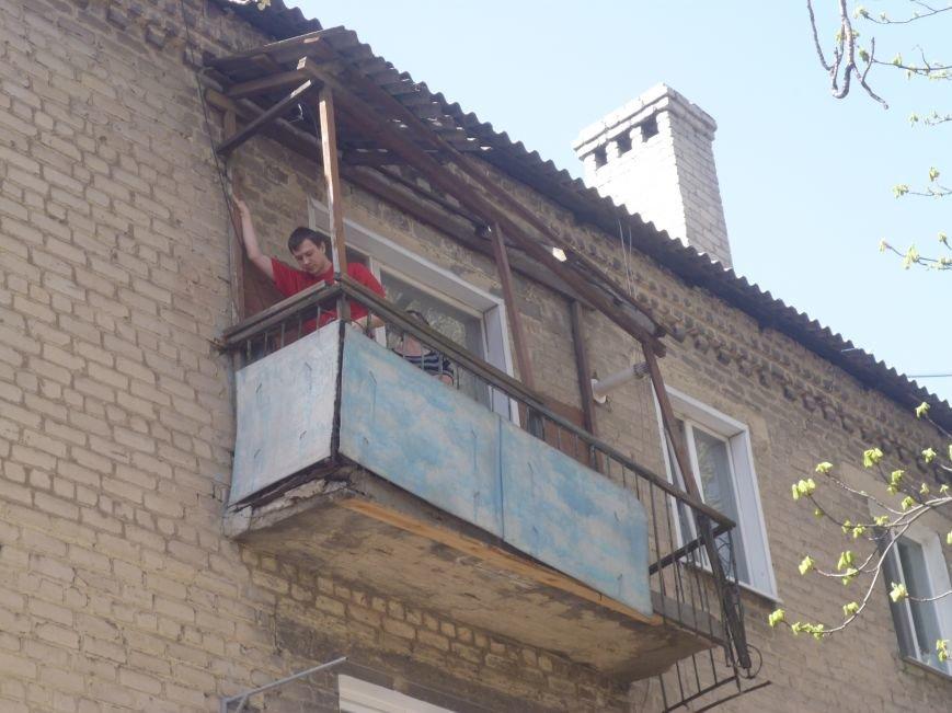 Как движется прогресс с аварийными балконами в центре Красноармейска (Покровска)? (фото) - фото 2