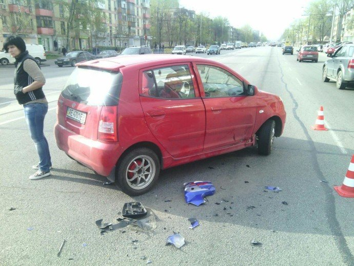 ДТП на Слобожанском проспекте: мотоцикл столкнулся с KIA, пострадал мужчина (фото) - фото 1