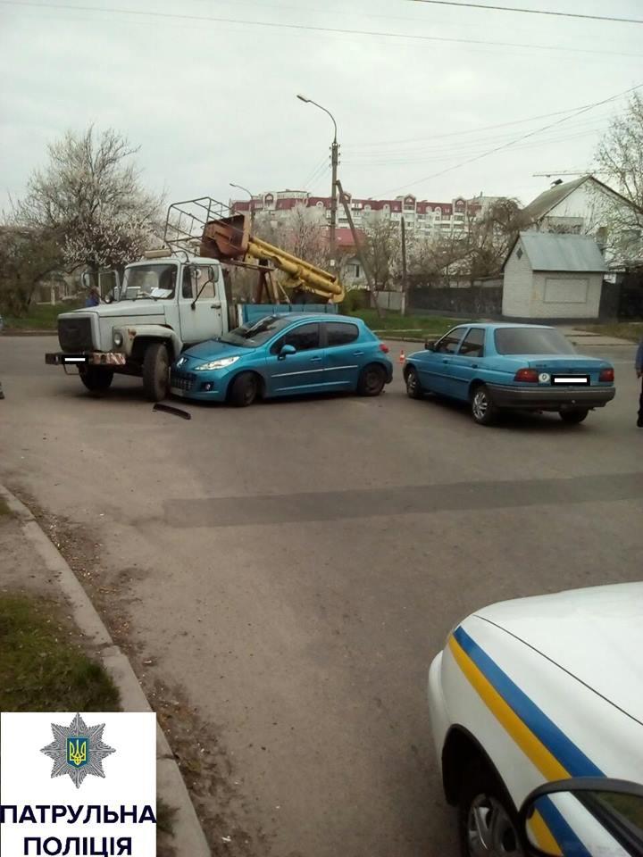 У Черкасах відразу три автівки потрапили в аварію (ФОТО), фото-1