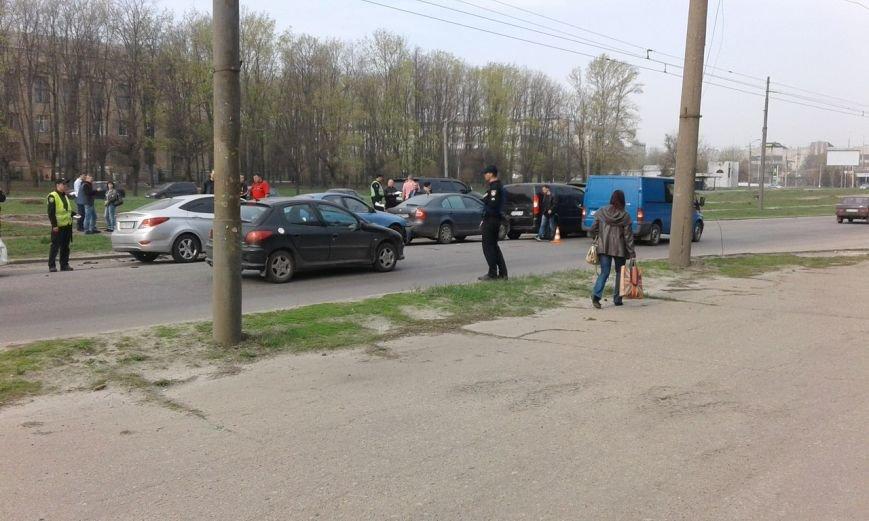 В Харькове в ДТП попали сразу пять авто (ФОТО) (фото) - фото 1