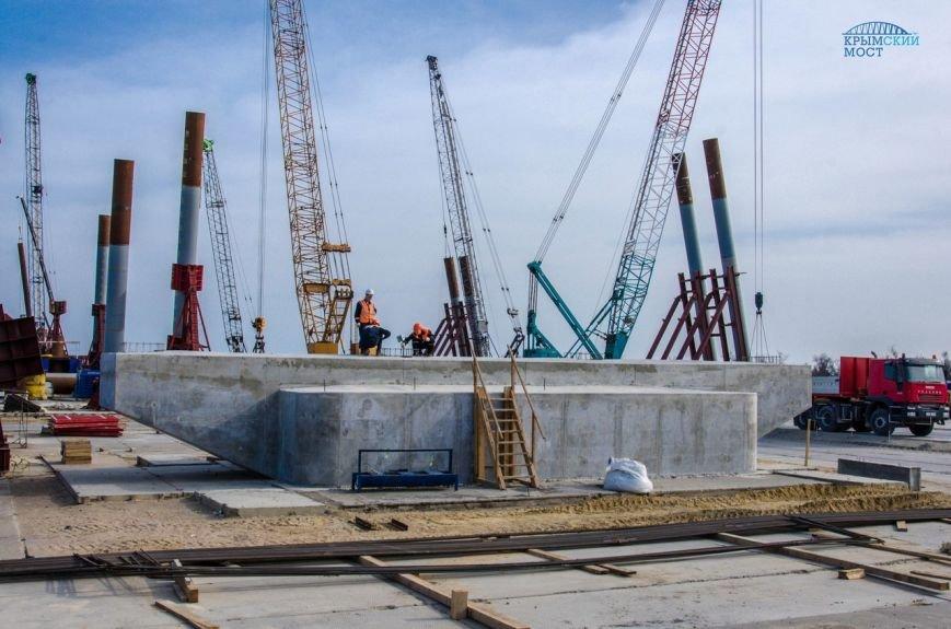Строители возвели первую опору Керченского моста (ФОТО) (фото) - фото 1