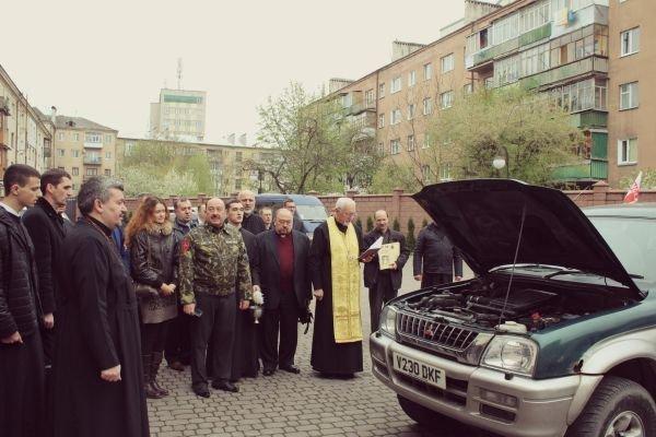 Українські бійці отримають автомобіль від Івано-Франківської Архієпархії (фото) - фото 1