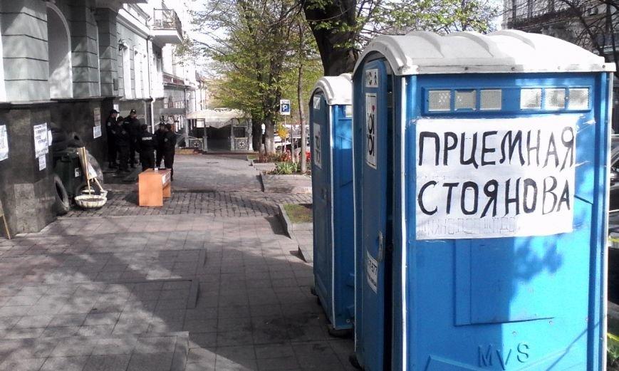 7b145ef9c98ce3c0717d8e5558b81315 Стоянов открыл прием под носом у прокурорского майдана
