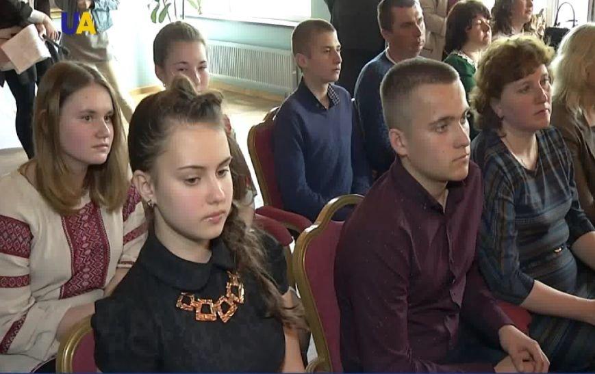 Работы криворожских школьниц признаны лучшими во Всеукраинском конкурсе эссе