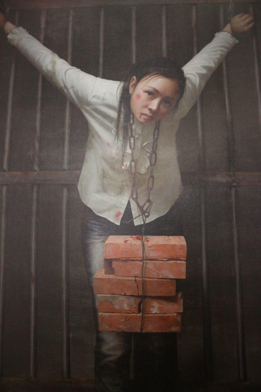 В Днепропетровске открылась нашумевшая выставка китайского сюрреализма: как журналисты искали в филармонии сектантов (ФОТО), фото-17