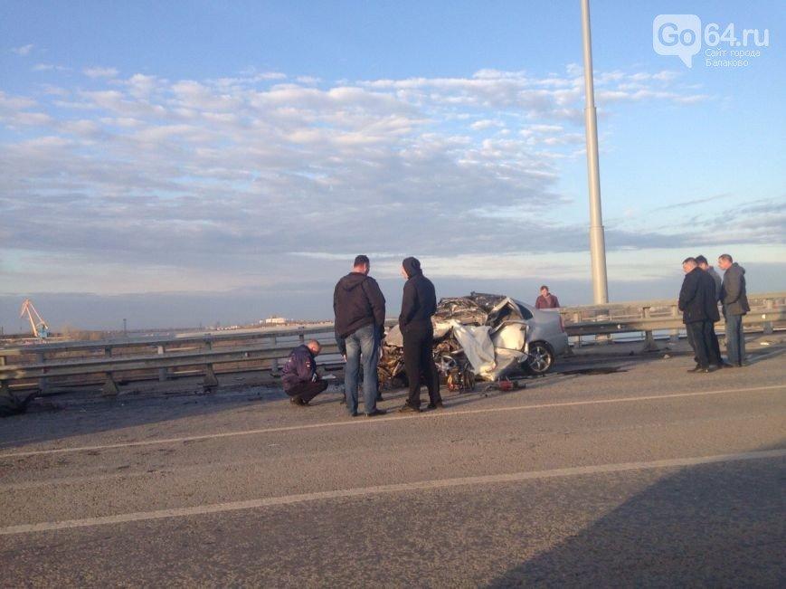 В аварии на шлюзовом мосту в Балаково погиб водитель