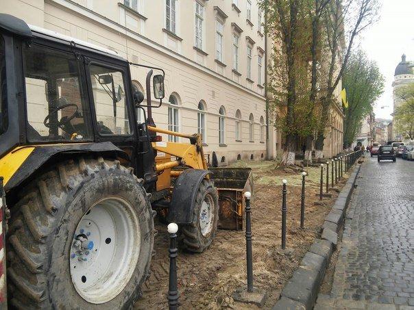 Біля театру імені Марії Заньковецької замінюють тротуарне покриття (ФОТО) (фото) - фото 2