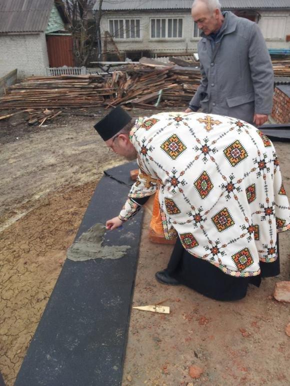 На Тернопільщині триває будівництво церкви на місці храму, який згорів торік на Великдень (фото) - фото 1