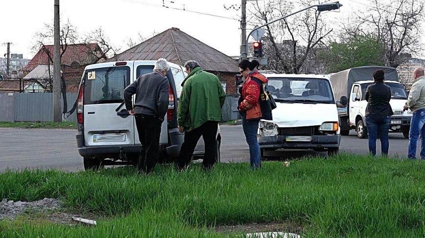 В Мариуполе столкнулись два микроавтобуса (ФОТО), фото-9