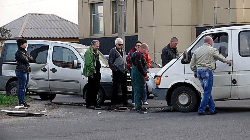 В Мариуполе столкнулись два микроавтобуса (ФОТО), фото-5