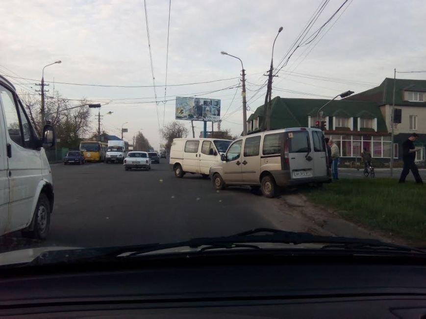 В Мариуполе столкнулись два микроавтобуса (ФОТО), фото-1