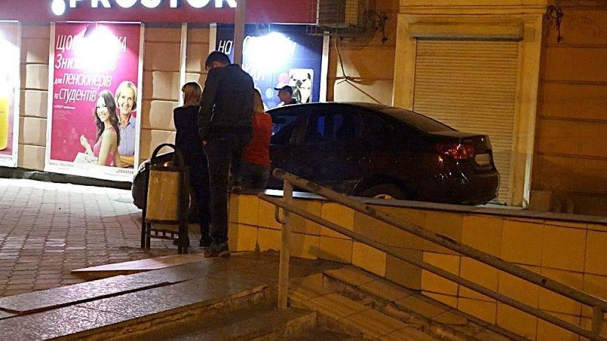 """В Мариуполе """"Хюндай"""" чуть не влетел в подземный переход (ФОТО), фото-3"""