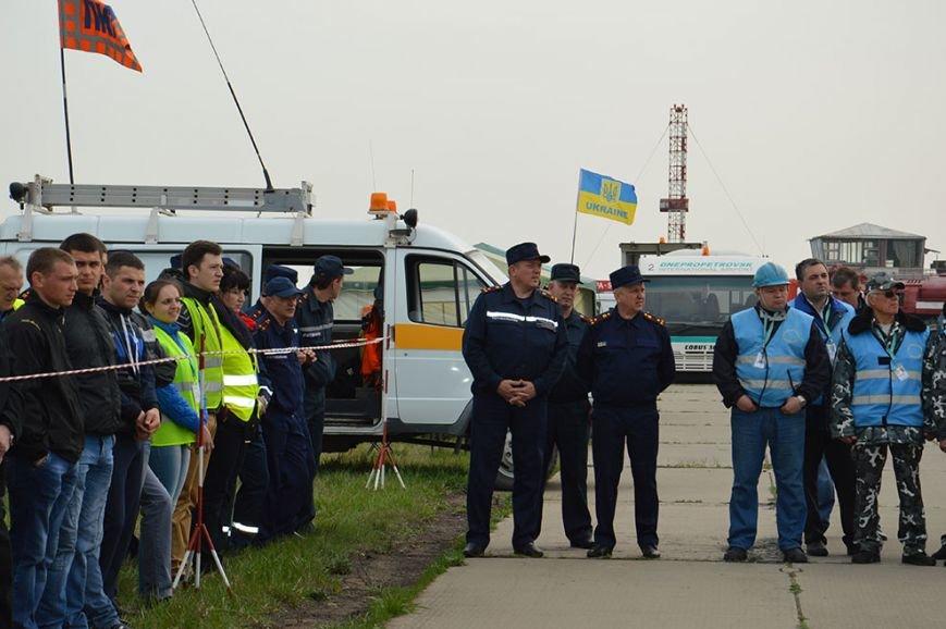 В аэропорту Днепропетровска тушили загоревшийся самолет (ФОТО, ВИДЕО) (фото) - фото 5