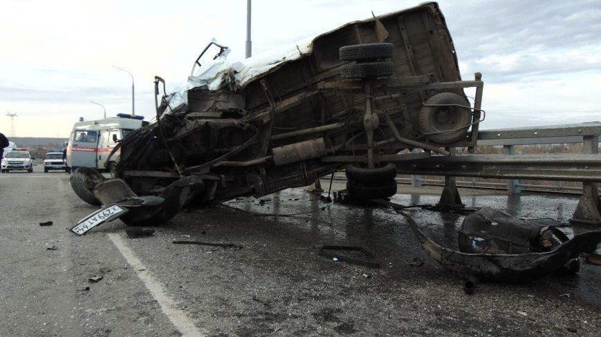 В ДТП на мосту в Балаково погиб 22-летний парень, а 4 человека пострадали (ФОТО, ВИДЕО) (фото) - фото 1