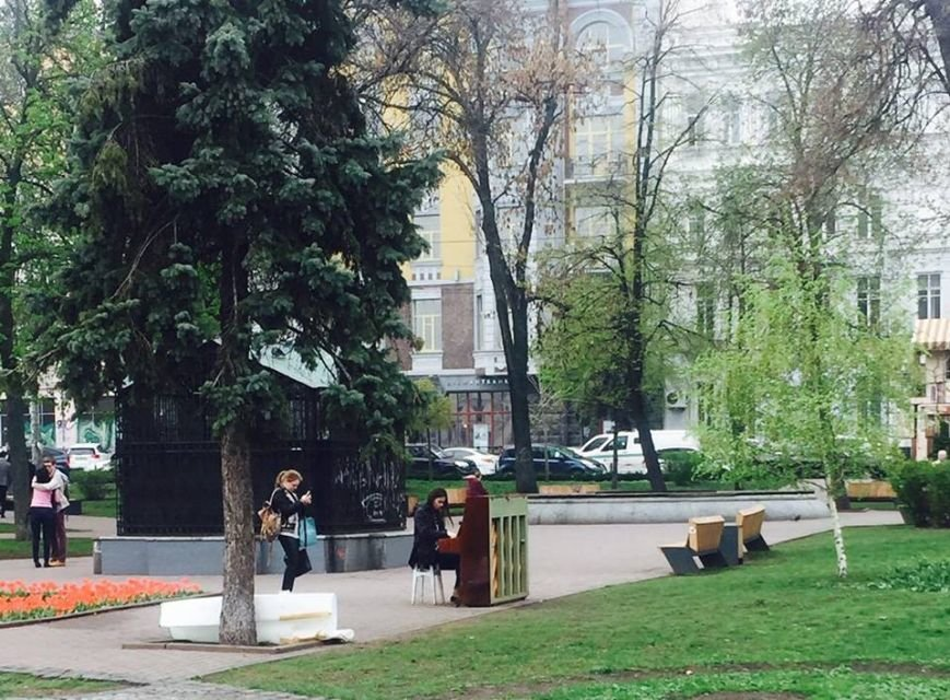 На Контрактовой площади установили уличное пианино (ФОТО) (фото) - фото 1