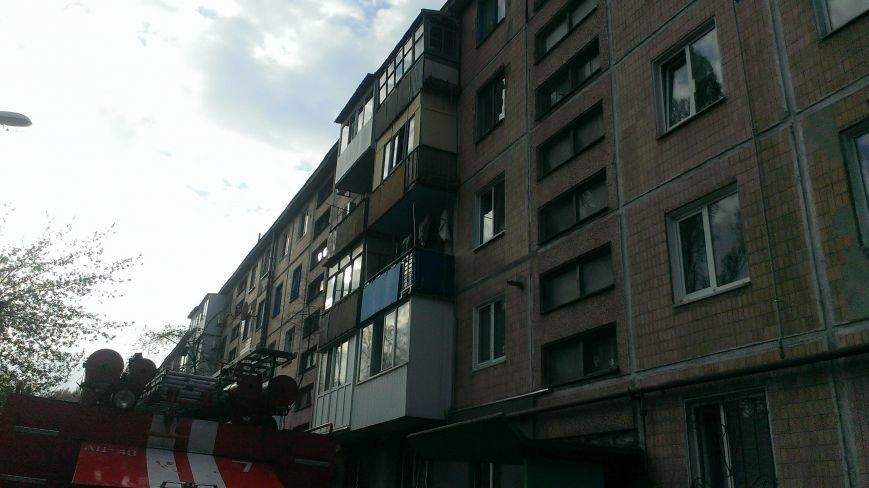 В Днепродзержинске по улице Каштанов горела квартира (фото) - фото 2