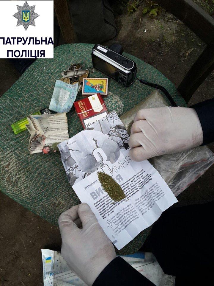 Патрульні очистили вулицю Чайковського в Черкасах від наркоманів (ФОТО), фото-1