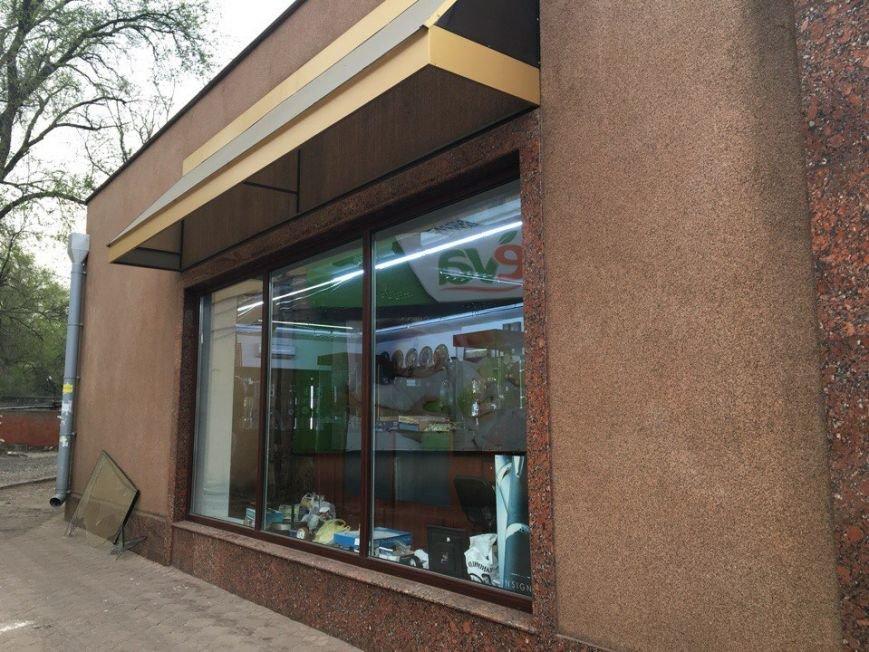 Из магазина, поставленного под охрану, украли элитных часов на 4 миллиона (ФОТО) (фото) - фото 1